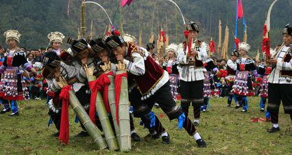 苗族节庆里的重头戏—芦笙踩堂